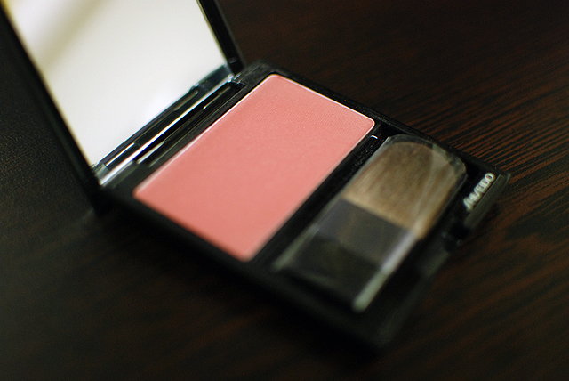 Shiseido Luminizing Satin Face Color - RS302 - Tea Rose - Compact2