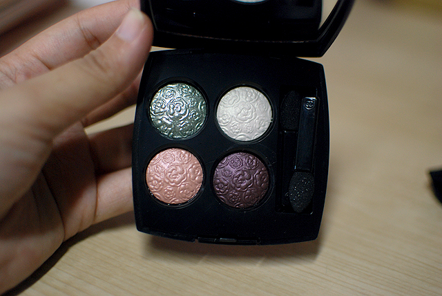 Chanel - Les Delices 2013 - Les 4 Ombres Eyeshadow Palette - Ombres Fleuries Délicatesse - Flower Detail