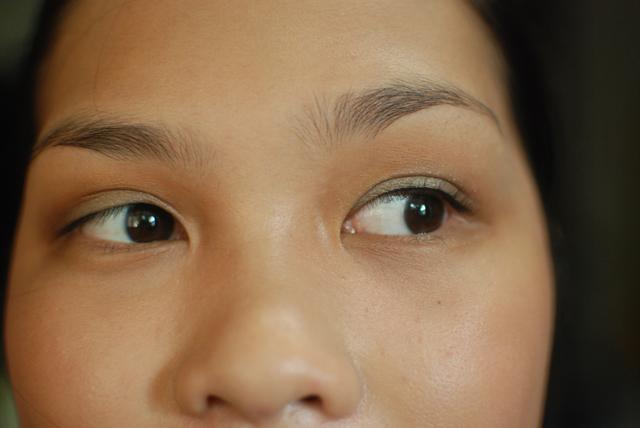 shu uemura - eyelash curler - face 1