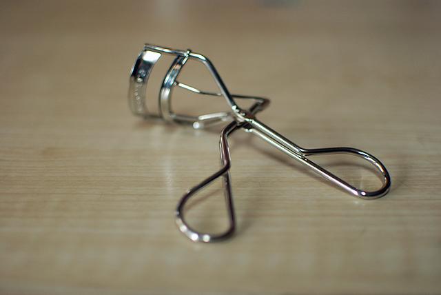 shu uemura eyelash curler
