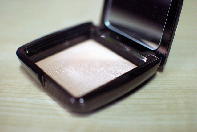 Hourglass - Ambient Lighting Powder - Luminous Light