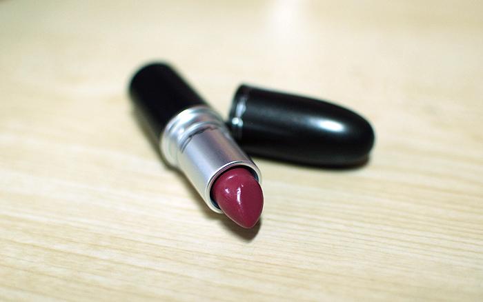 MAC Lustre Lipstick - Plumful - Tube
