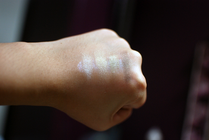 Maybelline LuminEyes - Khaki Swatches