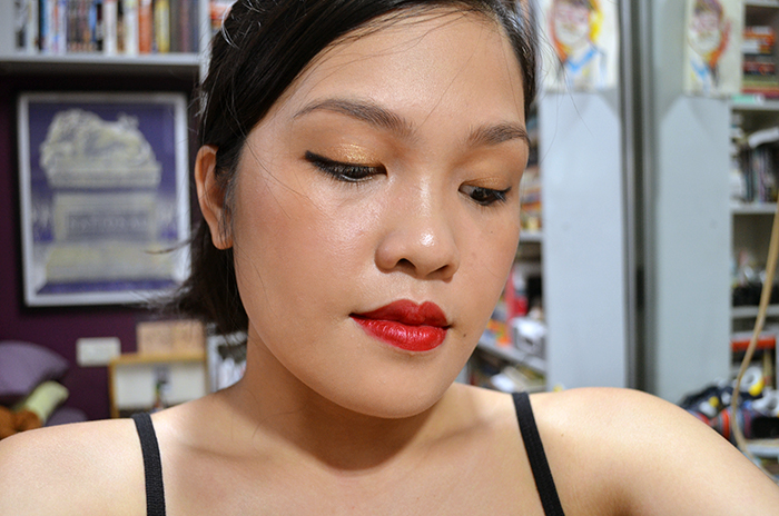 Winging it Out for Weird Eye Folds - Gold Eye, Red Lips