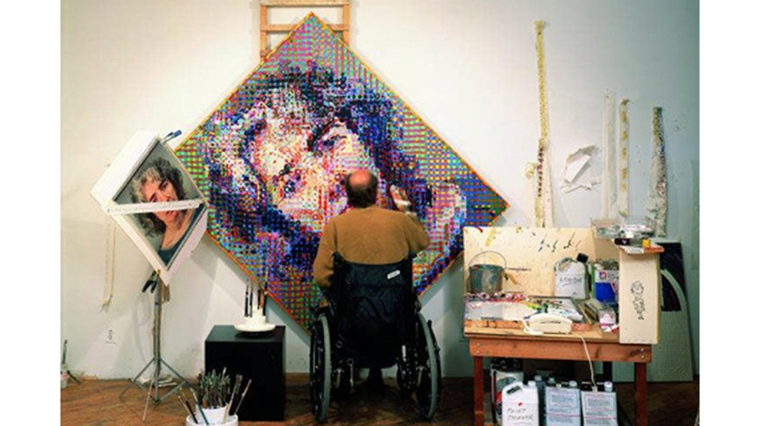 elle-chuck-close-exhibit-de