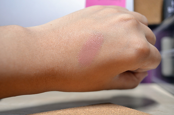 Le Metier de Beaute Hydra-Creme Lipstick in Cashmere - Swatch