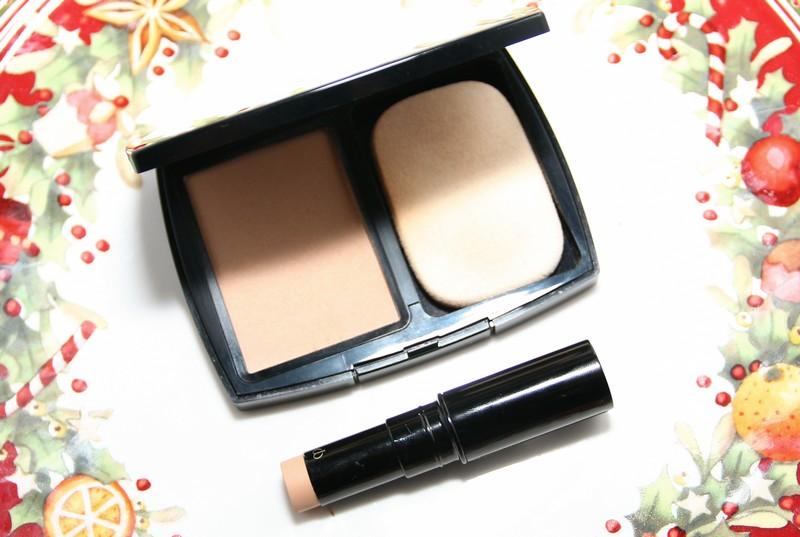 Chanel Vitalumiere Compact Douceur, Cle de Peau Ocre (Ocher) Concealer