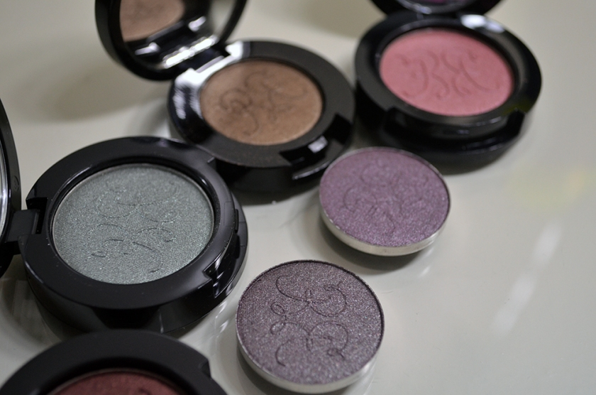 Rouge Bunny Rouge - Long-Lasting Eyeshadows - Pans 1