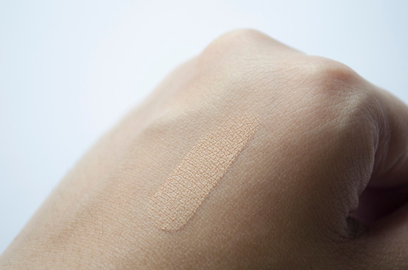 Le Metier de Beaute - Peau Vierge Concealer - Medium - Swatch