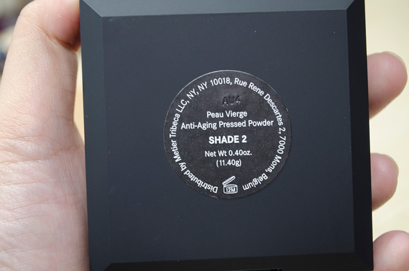 Le Metier de Beaute Peau Vierge Anti-Aging Pressed Powder in Shade 2 - Back