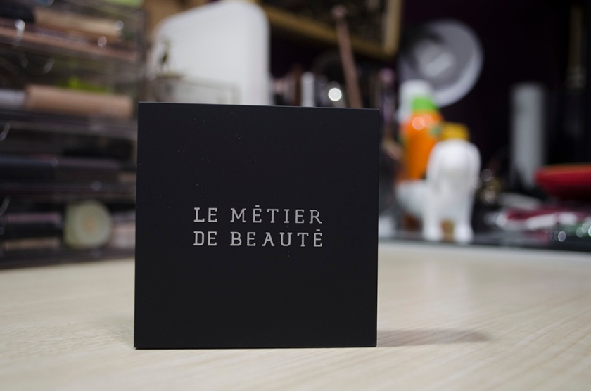 Le Metier de Beaute Peau Vierge Anti-Aging Pressed Powder in Shade 2