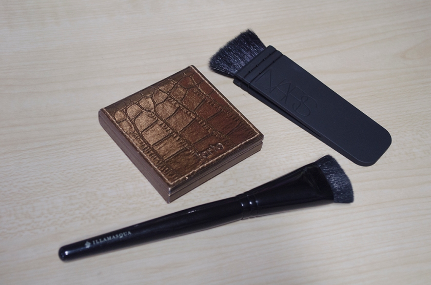 NARS Ita vs Illamasqua Blush Up Brush - Bronzer