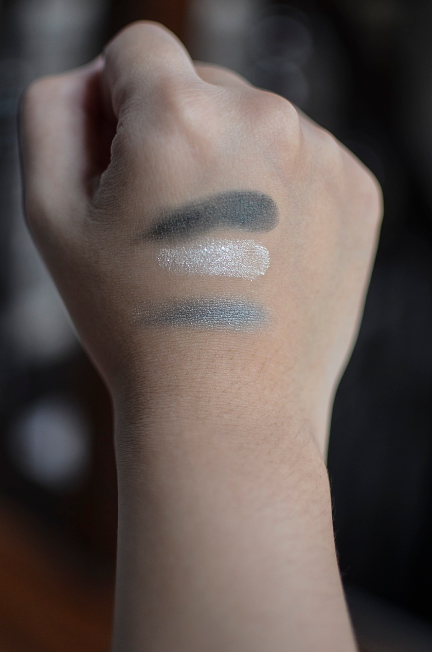 Le Metier de Beaute - Beauty Vault VIP - True Colour Eyeshadows - Deep Emerald Green, Shimmery Sand-White - Swatches, Layered