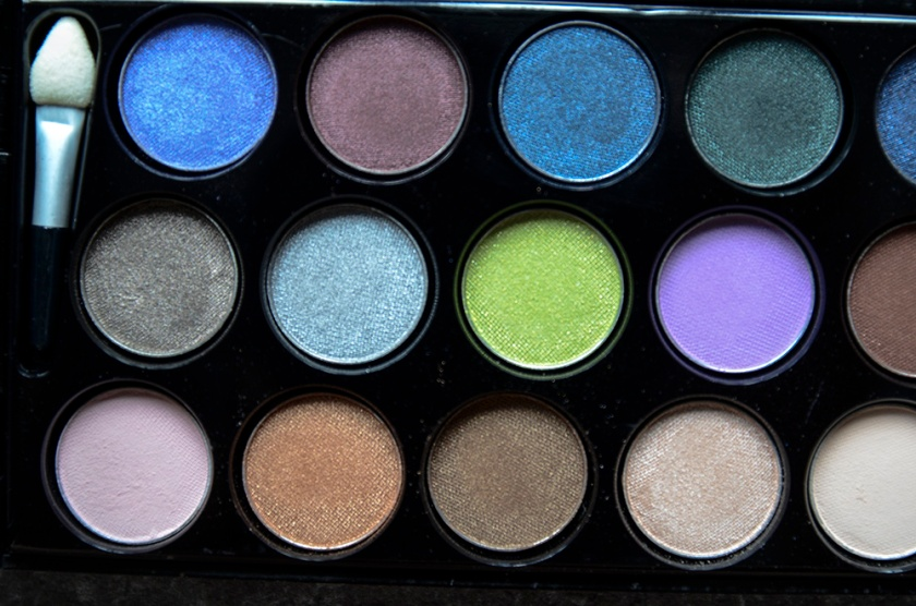 Le Métier de Beauté Beauty Vault VIP May 2015 - Sexy Eye Palette - Pans - Closeup1