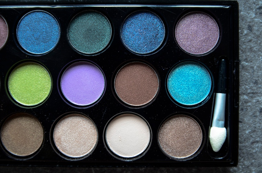 Le Métier de Beauté Beauty Vault VIP May 2015 - Sexy Eye Palette - Pans - Closeup2